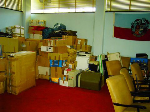 Hilfsgüter im Rathaus Masvingo